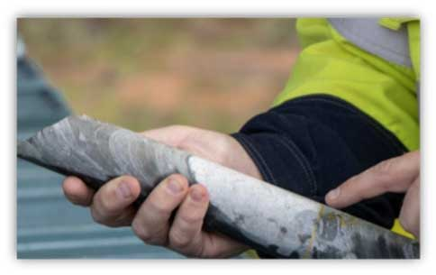 Moho successfully completes initial diamond drilling round at Crossroads